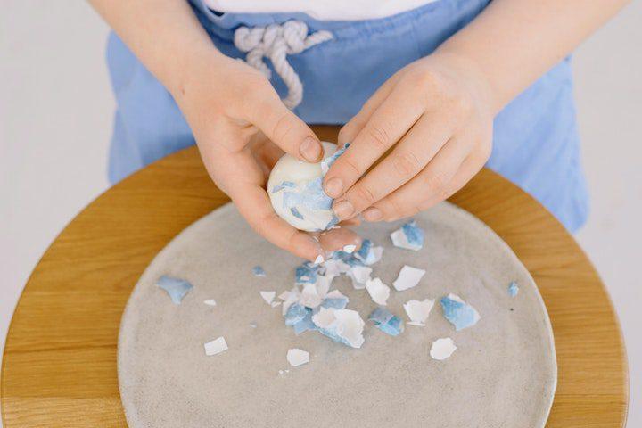 How To Peel Hard-Boiled Eggs Easily-mongersmint